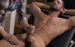 Gay Dude Gives Massage Along With Handjob