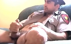 Officer receives a homemade blowjob from amateur homosexual
